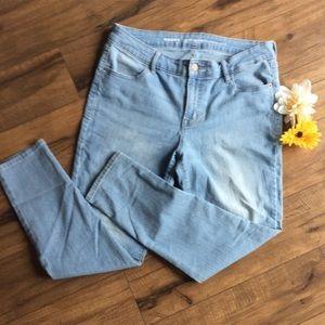 Women's Light-wash Skinny Jeans